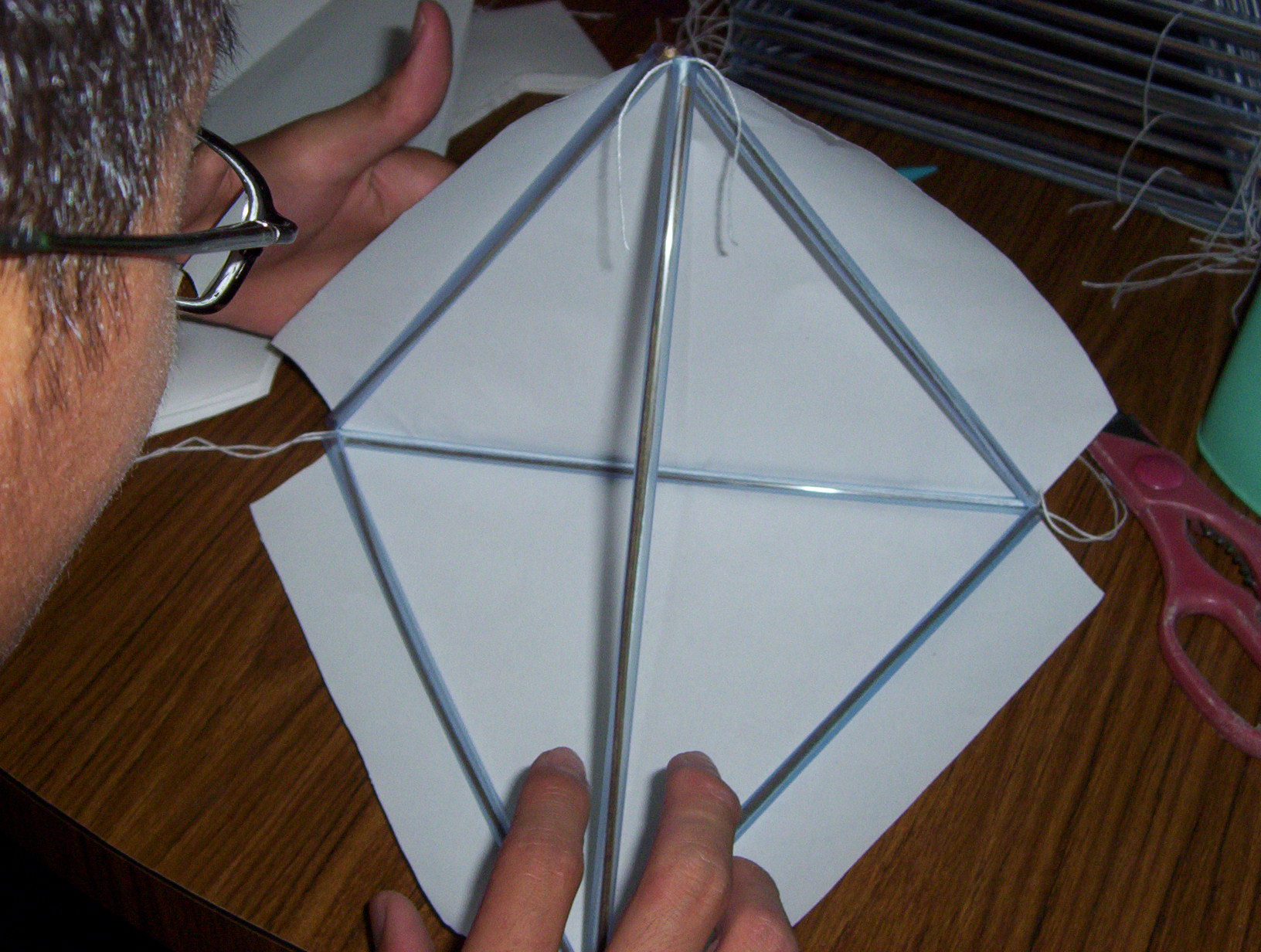 Tetrahedral kites 9 glue the mahjong paper onto the pyramid frame next attach the cells together to form a 4 16 64 or 256 tetrahedral kite maxwellsz